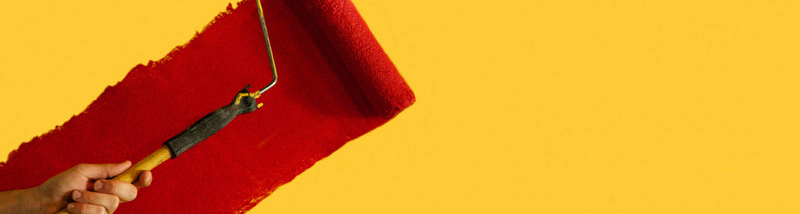 Malerbedarf bestehend aus Pinsel, Farbrolle und Farbpalette